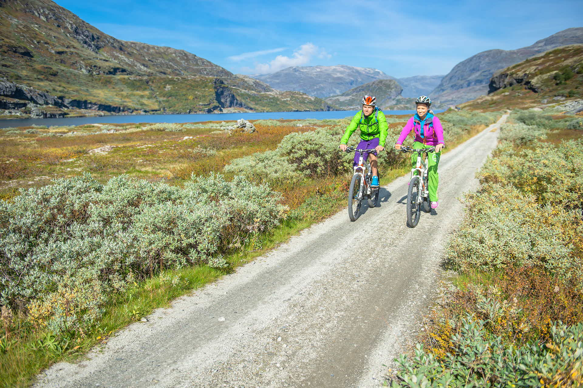 A woman and a man cycling on the mountain from Finse